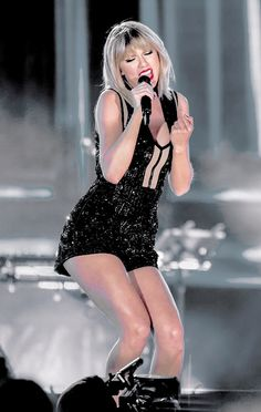 Taylor Swift All About Taylor Swift, Long Live Taylor Swift, Taylor Swift Concert, Taylor Swift Hot, Taylor Swift Style, Taylor Swift Pictures, Red Taylor, Beautiful Taylor Swift, Stage Outfits