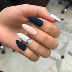 Semi-permanent varnish, false nails, patches: which manicure to choose? - My Nails Classy Nails, Stylish Nails, Cute Nails, My Nails, Simple Nails, Long Nails, Classy Almond Nails, Trendy Nails 2019, White Almond Nails