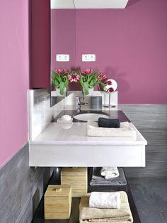 Un cuarto de baño color de rosa