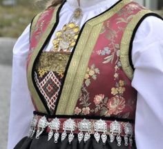 Bilderesultat for montere brystduk Folk Costume, Costumes, Going Out Of Business, Bridal Crown, Norway, Vest, Denim, Jackets, Europe