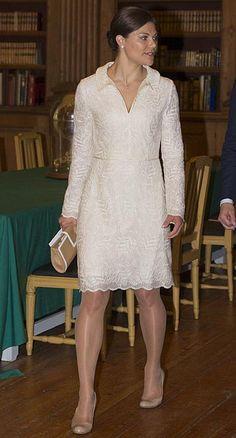 Princesa Victoria de Suecia. 'Look': Victoria ha optado por un conjunto de aires románticos eligiendo el encaje como protagonista