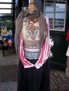 Klederdracht in Marken by Ary_L, via Flickr #NoordHolland #Marken