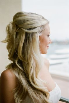 Aprenda o passo-a-passo para este penteado para casamento lindo!