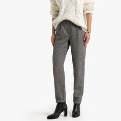 Herringbone Slim Trousers, Length LA REDOUTE COLLECTIONS With these slim herringbone trousers it's the tomboy style. Its slim fit and its marked waist draw an elegant silhouette. Chic and warm, it cant' be. Slim Fit Trousers, Trouser Jeans, Trousers Women, Tomboy Stil, Chevrons, Pantalon Slim, Tomboy Fashion, Elegant, Herringbone