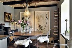 Ghost chairs with white fur seats Ghost Chairs Dining, Dining Room Chairs, Dining Rooms, Interior Inspiration, Room Inspiration, Acrylic Chair, Contemporary Dining Chairs, Modern Chairs, Diy Décoration