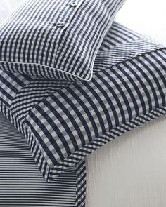 This duvet cover allows for beautiful pattern play with an oxford stripe on one side and a classic gingham on the other. This duvet cover allows for beautiful pattern play with an oxford stripe on one side and a classic gingham on the other. Sewing Pillows, Diy Pillows, Decorative Pillows, Cushions, Luxury Duvet Covers, Luxury Bedding Sets, Bed Duvet Covers, Cushion Cover Pattern, Patchwork Cushion