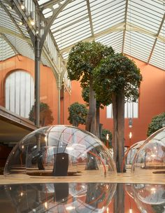 You know how you sometimes live in your own bubble while working? What if you did that literally? Well thats the concept behind the bubble office design created by Christian Pottgiesser Architects....