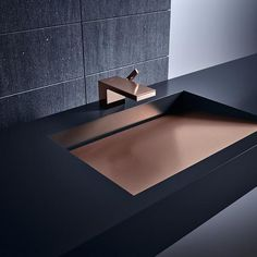 AXOR MyEdition stands has a clear, linear design with a wide range of plates available by request in materials such as leather, wood, marble and mirror glass. Restroom Design, Bathroom Interior Design, Modern Interior Design, Wc Design, Design Moderne, Body Mirror, Mirror Glass, Bathroom Collections, Cuisines Design