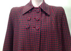 1940'S SWING Coat in Wool Plaid / Shoulder Pads / Cloth Covered Buttons / Patch Pockets / Satin Lined / Women's Medium by GabrielasVintage on Etsy https://www.etsy.com/listing/255849646/1940s-swing-coat-in-wool-plaid-shoulder