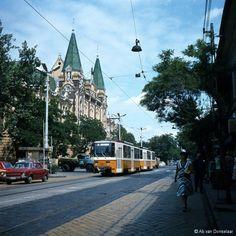 1980-as évek Bajcsy-Zsilinszky (István) út, 4. kerület Commercial Vehicle, Budapest Hungary, Evo, Places Ive Been, Marvel, History, Castles, Vehicles, Historia