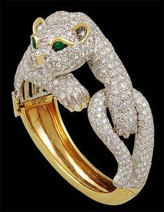 DAVID WEBB Diamond & Emerald Panther Bangle (1980's) - Yafa Jewelry