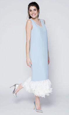 Голубое платье с лепестками