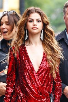 That Selena Gomez Is The Ultimate Beauty Chameleon 21 Times Selena Gomez Was The Ultimate Beauty Chameleon+ Times Selena Gomez Was The Ultimate Beauty Chameleon+ Selena Gomez Fashion, Selena Gomez Fotos, Selena Gomez Hair Color, Selena Gomez Style, Katy Perry, Old Hollywood Waves, Big Curls, Light Hair, Hair Lights
