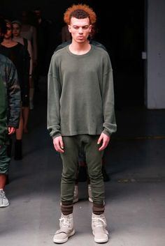 Hot on the heels of his Adidas Yeezy 750 Boost sneakers, Kanye West unveiled his fall 2015 debut ready to wear collection for Adidas during New York Fashion… Ny Fashion Week, New York Fashion, Fashion Show, Mens Fashion, Fashion 2015, Yeezy Outfit, Adidas Originals, Yeezy Season 1, Adidas Mode