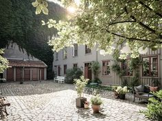 my scandinavian home: An Idyllic Swedish Apartment In A Hidden Courtyard Swedish Cottage, Swedish House, Scandinavian Apartment, Scandinavian Home, Solar System Mobile, Fishermans Cottage, Swedish Interiors, Patio Interior, Dream City