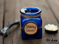 Homemade Shaving Cream -This homemade natural shaving cream supplies your skin with vitamins, prepping it for a close, clean shave! It's easy to make & cost effective. Try it today Natural Shaving Cream, Diy Beauté, Diy Spa, All Natural Skin Care, Natural Beauty, Homemade Beauty Products, Diy Products, Natural Products, Young Living Oils