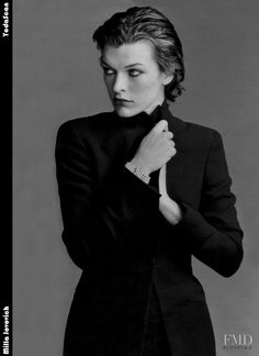 Milla Jovovich is an American model, actress, singer and fashion designer ⭐️⭐️⭐️⭐️💋🌹🌹 Resident Evil, Beautiful People, Beautiful Women, Zeina, Milla Jovovich, Jessica Chastain, Pretty Eyes, Poses, Model Photos
