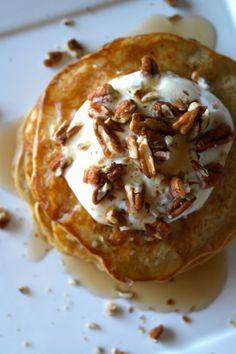 Makes 1 serving: 311 calories; 7g fat; 37g carb; 23g protein 1/2 cup Kodiak Power Cakes Mix 1/2 cup of water 1 large egg 2 Tbs. canned pumpkin 1/4 tsp. pumpkin pie spice 1/4 cup nonfat, plain greek yogurt Vanilla [...]