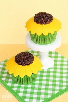 elebrations Crafts You are here: Home / Sweets / Cupcakes / Sunflower Cupcakes