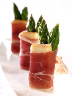 ridder, speke, asparges Best Appetizer Recipes, Best Appetizers, Tapas, Wine And Cheese Party, Healthy Snacks, Healthy Recipes, Food Decoration, Party Snacks, I Love Food