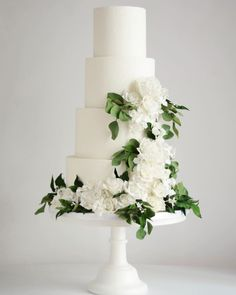 Sophistication is timeless. And so is this classic bridal design. Event planned by at the Ivory Wedding Cake, Black Wedding Cakes, Wedding Cake Photos, Beautiful Wedding Cakes, Wedding Cake Designs, Green Wedding, Wedding Cake Centerpieces, Fresh Flower Cake, Cake Trends