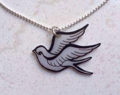 En surbrillance Old school avaler oiseau pendentif, bijoux en plastique rétractable--coffret inclus