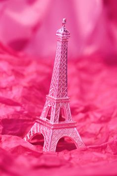 Paris in pink! Ok, the Eiffel Tower in pink. Pink Paris, Paris Paris, Paris France, Pretty In Pink, Pink Love, Perfect Pink, Couleur Fuchsia, Magenta, Pink Purple