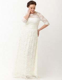 A Few of Our Favorite Winter White Finds http://thecurvyfashionista.com/2016/12/plus-size-winter-white-finds/   Fancy a few winter white pieces for the winter? Today we round up more than a few of our favorite plus size winter white finds!