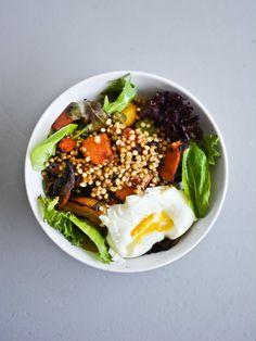 Sorghum and seasonal veggie salad by como.come.cami