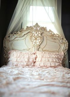 This is the kind of glorious decor my hubby would never allow. Maybe for Bella's room when she gets older...