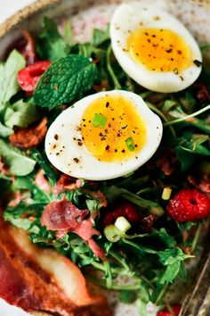 Easy whole30 breakfast plate. 10 min prep. Best whole30 breakfast recipes. Easy whole30 lunch ideas. Easy Whole30 dinner recipes. Whole30 meal that's quick and healthy! Whole30 recipe just for you. Whole30 meal planning. Whole30 meal prep. Healthy paleo m