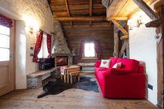 Realizzazione su misura divani per case di montagna: Soggiorno in ...