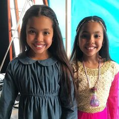 Behind the scenes shot from our recent Shimmer and Shine promo for Nickelodeon. Preteen Girls Fashion, Kids Fashion, Cute Girl Outfits, Kids Outfits, African American Girl Hairstyles, Twin Models, Cute Young Girl, Child Actresses, Girls Rules