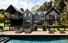 The Impossibly Chic Chyka Weekender! (The Design Files) Australian Architecture, Australian Homes, Beautiful Architecture, Contemporary Architecture, The Design Files, Design Blog, Mission House, Brighton Houses, Inspired Homes
