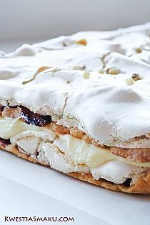 Delicious cake with layers of meringue, pudding and marmalade. Recipe for a good. Polish Desserts, Cookie Desserts, No Bake Desserts, Delicious Desserts, Yummy Food, Chocolate Desserts, Sweet Recipes, Cake Recipes, Dessert Recipes