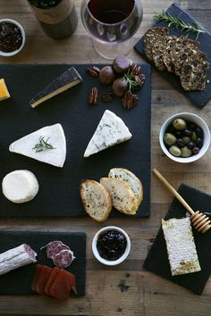 5-Piece Slate Cheeseboard & Plate Set