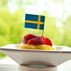 Swedish National day #cake #cupcake #sweden #sverige #svenska #svensk #yummy #flag #tasty #food #love #happy #fun #cool #stawberries #sunshine #love #beautiful #sky #flower #tree #celeb #stockholm #bromma - @salesbook- #webstagram