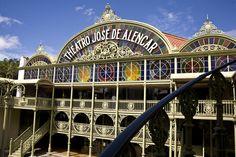 Theatro José de Alencar. Inaugurado oficialmente em 17 de junho de 1910 apresenta arquitetura eclética, sala de espetáculo em estilo art noveau, auditório de 120 lugares, foyer, espaço cênico a céu aberto e o prédio anexo, com dois mil metros quadrados, que sedia o Centro de Artes Cênicas o Teatro Morro do Ouro, com capacidade para 90 pessoas.