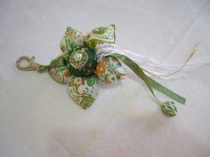 chaveiro flor de fuxico verde
