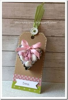 tag con tagliabiscotti e confetti Diy Wedding, Wedding Favors, Baby Shower Souvenirs, Communion Favors, Foto Baby, Idee Diy, Kid Party Favors, Candy Gifts, Baby Party