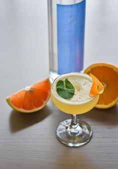 This is a twist on a screwdriver that is made with refreshing citrus, making it a Summer hit. Mint Simple Syrup, Vodka Recipes, Grapefruit Juice, Cocktail Shaker, Orange Juice, Georgian, Crushes, Cocktails, Type