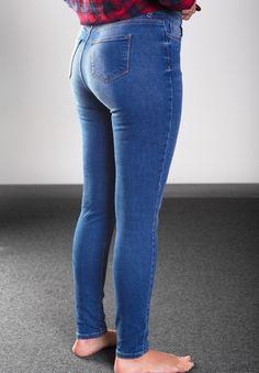 Naučíme vás koupit si správnou velikost kalhot bez nutnosti vyzkoušení – mojekrasa.net Skinny Jeans, Jeans Fit, Pairs, Clothes, Perfect Jeans, Dressers, Style, Dreams, Bright