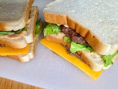 Dieses OptiGrill Rezept für ein Big Mac Sandwich werdet ihr lieben - wie das Original mit zwei Patties, Käse, Gurken und der legendären Big Mac Sauce! Big Mac, Finger Sandwiches, Health And Beauty, Grilling, Form, Diet, Snacks, Paninis, Toast