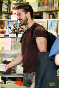 Shia LaBeouf: 'Stale N Mate' Book Signing!: Photo 2863610   Shia ...