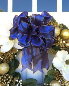 The Year's Top Video: How To Make A Big Loopy Bow - Running With Sisters Learn to tie a big loopy bow. The perfect bow for a wreath, a big gift, or a wedding pew. We'll show you how with this video tutorial. Diy Bow, Diy Ribbon, Ribbon Hair, Ribbon Flower, Ribbon Crafts, Fabric Flowers, Hair Bows, Ribbon On Christmas Tree, Christmas Ribbon
