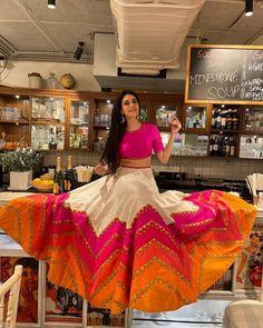 Indian Bridesmaid Dresses, Indian Bridal Outfits, Indian Gowns Dresses, Indian Designer Outfits, Indian Designers, Party Wear Indian Dresses, Wedding Outfits, Lehenga Choli Designs, Bridal Lehenga Choli