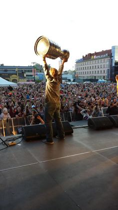 10,000 fans came out to congratulate Kimmo and see the #StanleyCup in Kuopio! #Blackhawks