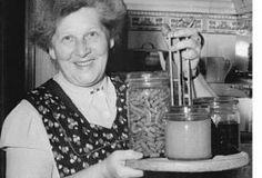 Jak zavařovat maso do sklenic | recept Old Kitchen, Cover Photos, Told You So, Flasks, Foods, Glass, Pictures