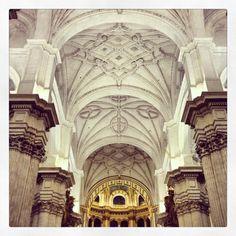 La Catedral de Granada.    ...En su cámara sepulcral se encuentran las tumbas de los Reyes Católicos...