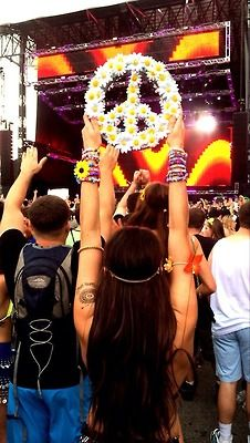 #IHEARTRAVES #IHEARTRAVESFASHION love the peace sign
